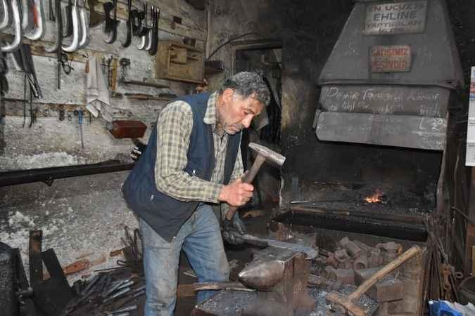 Karacasu'da demircilik mesleği asırlardır yaşatılıyor