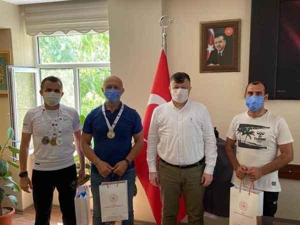 Şampiyon masterlardan Fillikçioğlu'na teşekkür