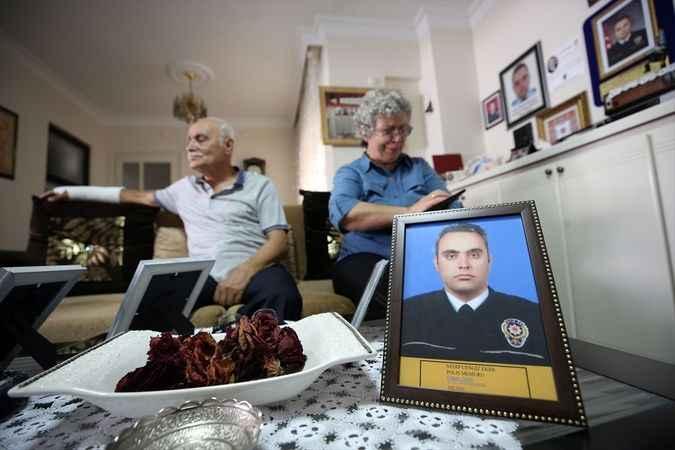 Şehit Eker'in anne ve babası, özlemini duydukları evlatlarını gururla anıyor