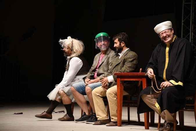 Pandemi sonrasında Kuşadası'nda ilk tiyatro oyunu