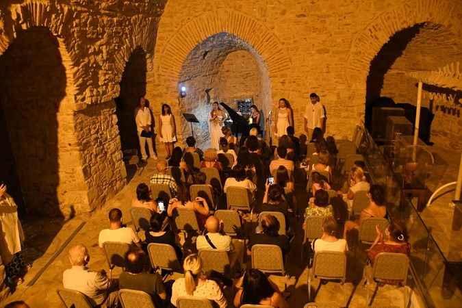 Güvercinada'nın muhteşem atmosferinde şan konseri
