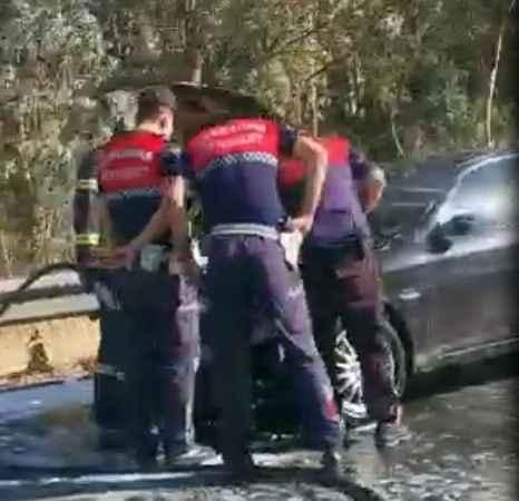 Otoyoldaki araç yangını korkuttu