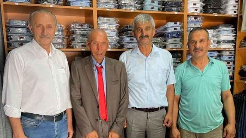 Başkan Atabay takım elbise sözünü tuttu