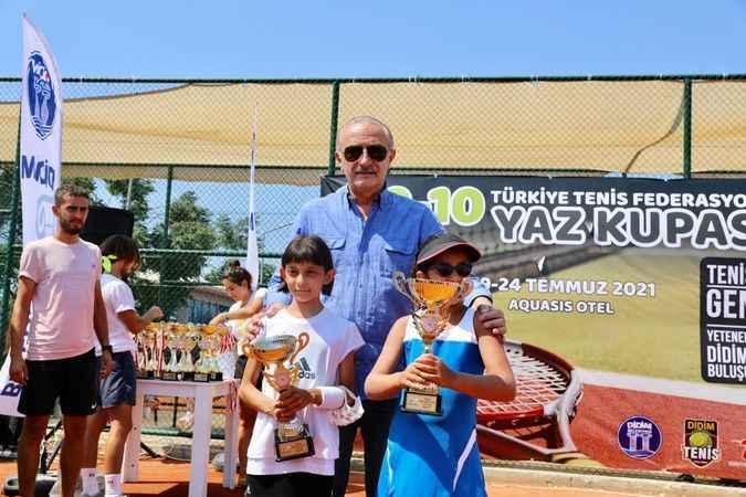 Didim'de Yaz Tenis Kupası ödülleri verildi