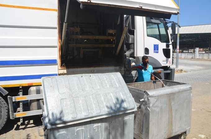 Kuşadası'nda bayram sürecinde 4 bin 60 ton çöp toplandı