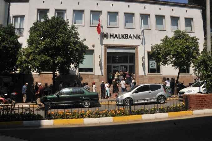 Aydın'da bayram sonrası bankalarda uzun kuyruklar oluştu
