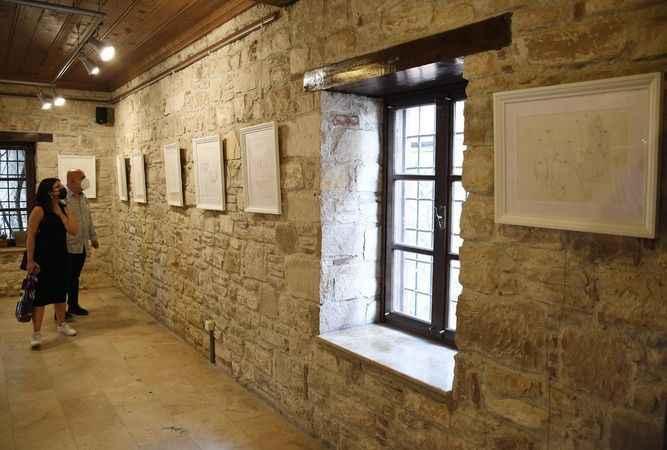 Kuşadası'nda 'açık-kapalı' resim sergisi