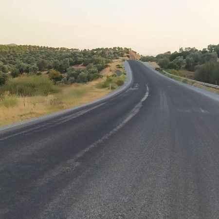 Çizgileri olmayan yol kazalara davetiye çıkartıyor