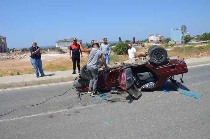 Otomobilin ters döndüğü kazadan yaralı kurtuldu