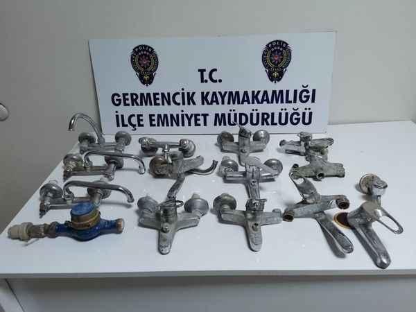 Aydın'da iki şüphelinin camilerden yaptığı hırsızlık güvenlik kamerasına yansıdı