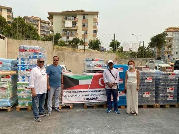 Kuşadası'nda yaşayan Kuveytlilerden kara gün dostu yardımı
