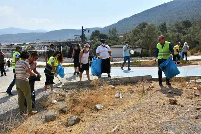 Didim'de kıyı ve plaj temizliği yapıldı