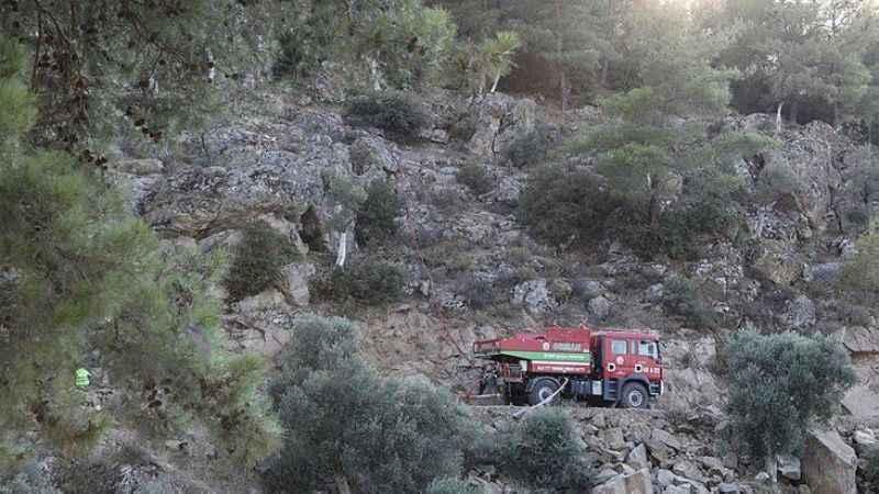 Aydın'da yangınların soğutma çalışmaları sürüyor