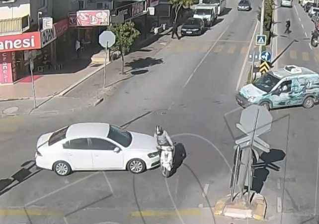 Dikkatsiz sürücülerin kazaları kameralara yansıdı