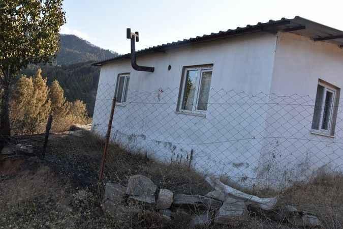 Alevlerin ortasında kalan evin mucize kurtuluşu