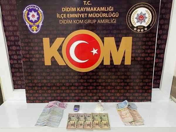 Uyuşturucu sattıkları öne sürülen yabancı uyruklu 2 şüpheli yakalandı