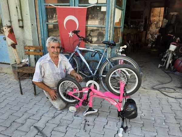 Doğan usta, yarım asırdır bisiklet tamir ediyor