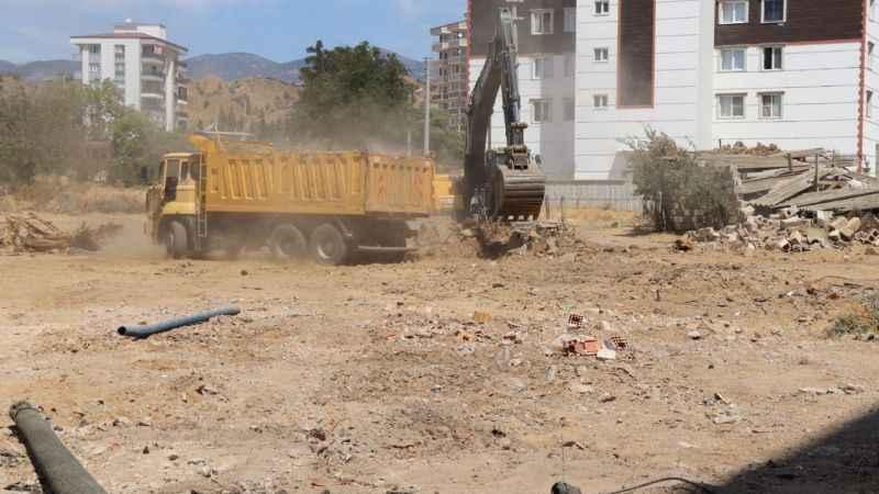 Nazilli Belediyesi'nin yol çalışmaları devam ediyor