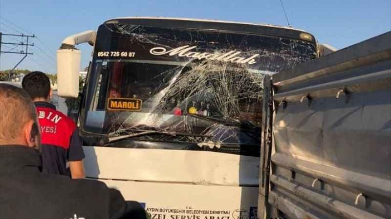 Aydın'da işçi servisi ile tır çarpıştı: 11 yaralı