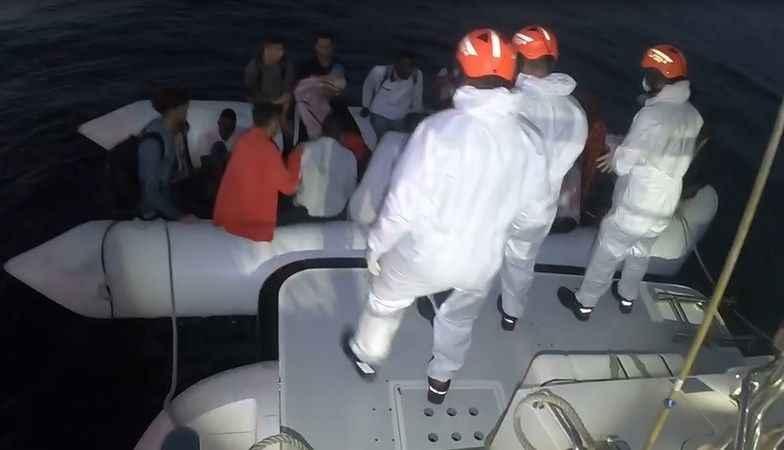 Türk kara sularına geri itilen 49 düzensiz göçmen kurtarıldı
