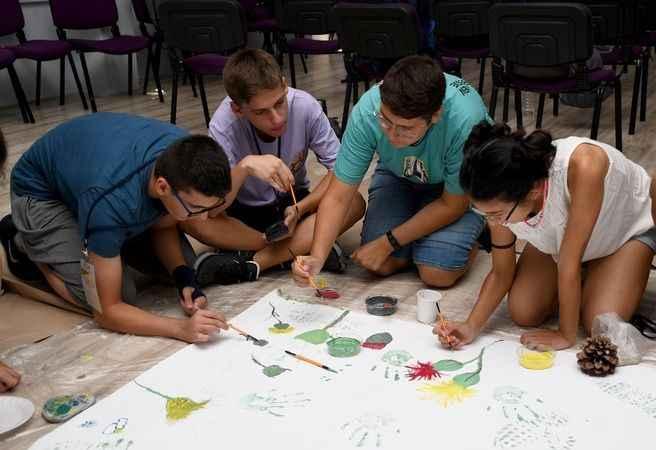 Kuşadası Belediyesi'nden öğrencilere vitamin desteği