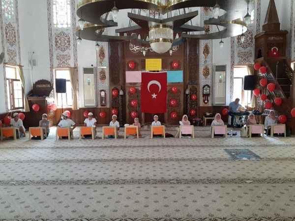 Yaz Kuran Kursu'nda başarılı öğrencilere ödülleri verildi