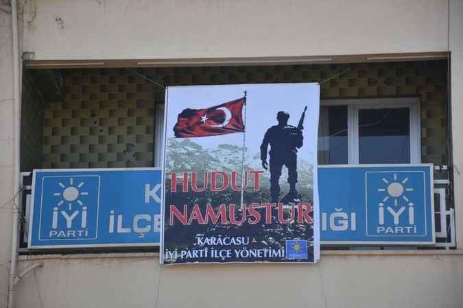 İYİ Parti Karacasu'dan iki pankart, iki mesaj
