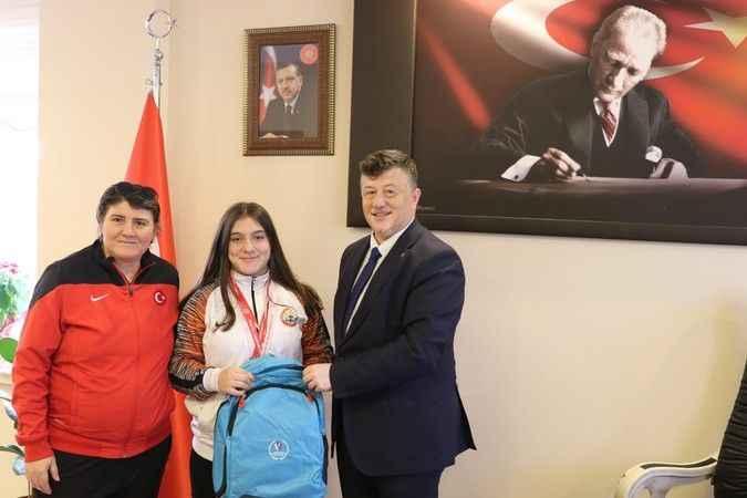 Avrupa Şampiyonu Burcu'ya Fillikçioğlu'ndan tebrik