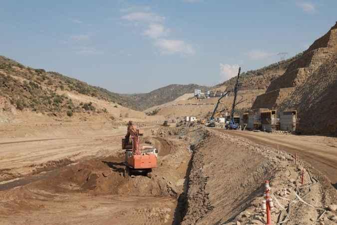 Sarıçay Barajı'nda çalışmalar devam ediyor