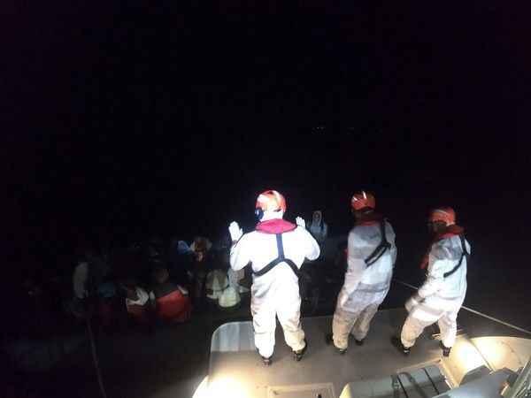 Aydın'da Türk kara sularına itilen 33 sığınmacı kurtarıldı