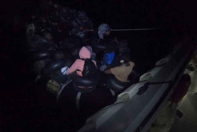 Didim'de 30 düzensiz göçmen kurtarıldı