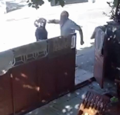 Yaşlı adam kadın komşusunu acımasızca yumrukladı