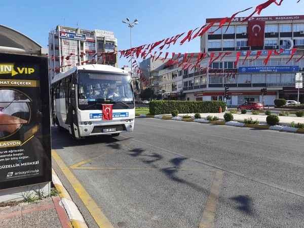 Efeler Şehiriçi Halk Otobüsleri, araçlarını Türk Bayrağı'yla donattı