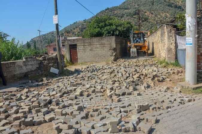 Köşk Belediyesi, Uzundere'de yol yenileme çalışması başlattı