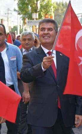 Buharkent Belediyesi'nden esnafa 1000 liralık destek