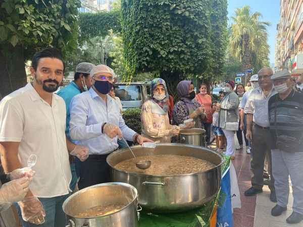 AK Parti Efeler'in aşure hayrı yoğun ilgi gördü
