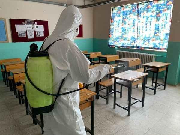 Germencik'te okullar dezenfekte ediliyor