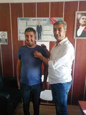 Didim'de CHP'nin yeni üyelerine rozetleri takıldı