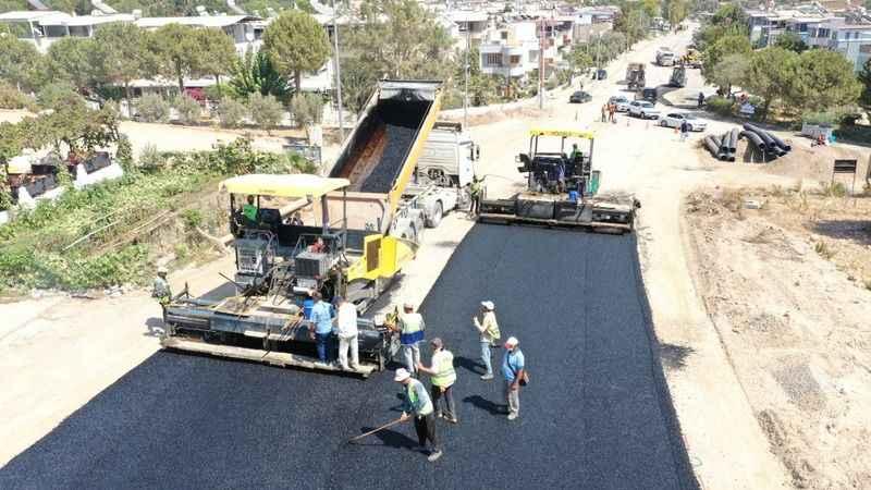 Aydın Büyükşehir Belediyesi'nin yol yapım çalışmaları devam ediyor