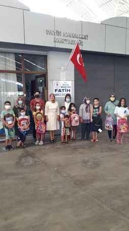 Fatih Mahallesi'nde kitap okuyan öğrenciler ödüllendirildi