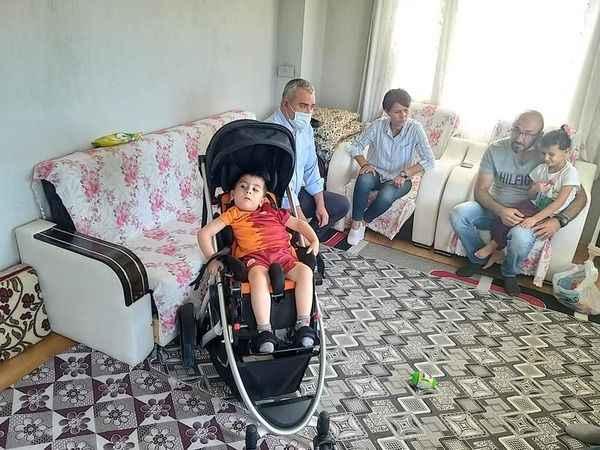 Çerçioğlu, SMA hastası Mustafa'nın yüzünü güldürdü