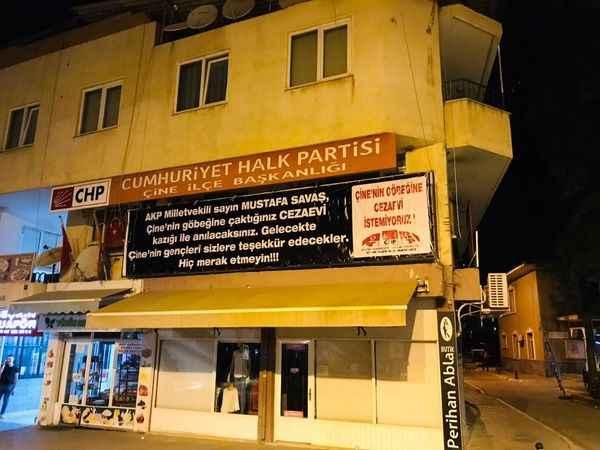 CHP Çine'den cezaevi yapılmasına pankartlı tepki