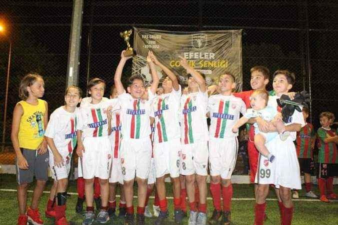Efeler'de futbol turnuvası sona erdi