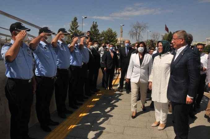 Davutoğlu'ndan Aydın Büyükşehir Belediyesi'ne ziyaret