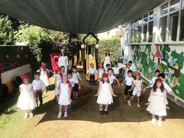 Minik öğrenciler, 7 Eylül'ü zeybek oynayarak kutladı
