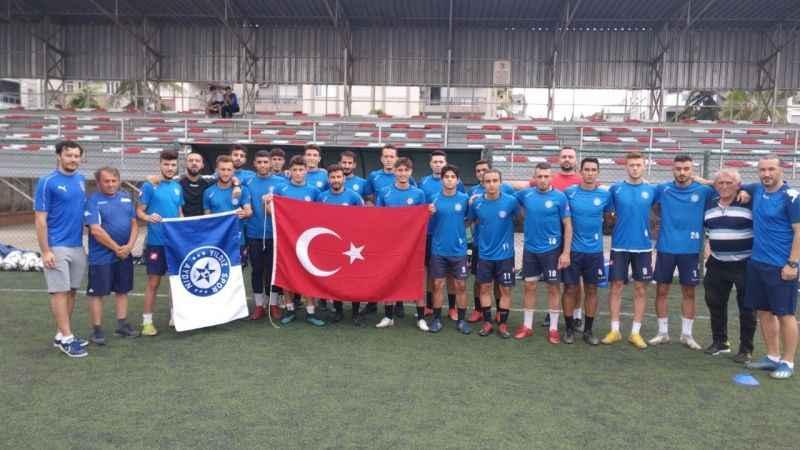 Yıldızspor, antrenmana Türk bayrağı ile çıktı