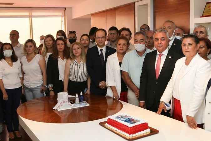 CHP'nin kuruluş yıl dönümü pasta kesilerek kutlandı