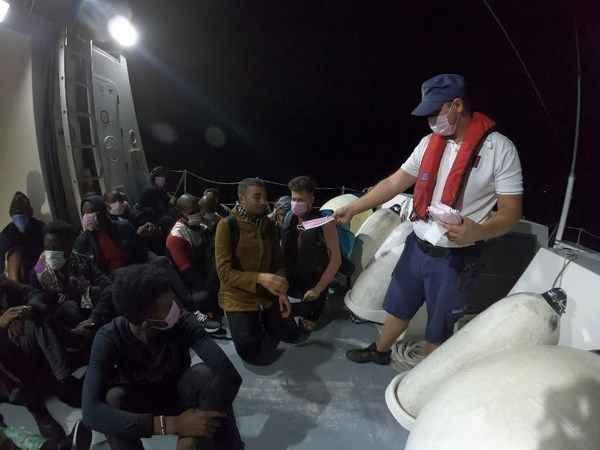 Didim'de 23 düzensiz göçmen kurtarıldı