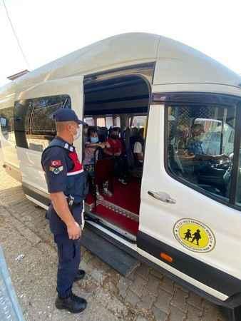 Jandarma ile çocuklar güvende
