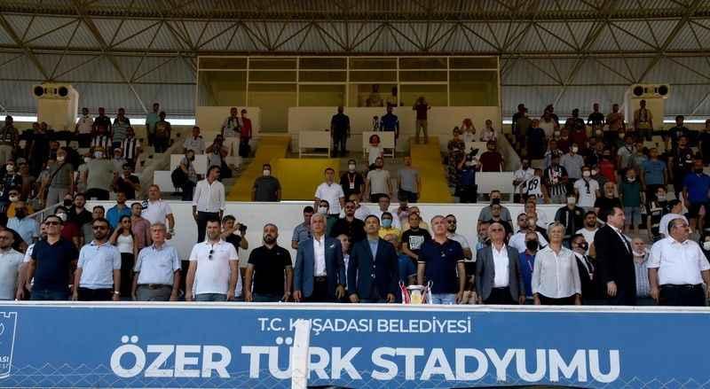 Kuşadası Özer Türk Stadı tam not aldı